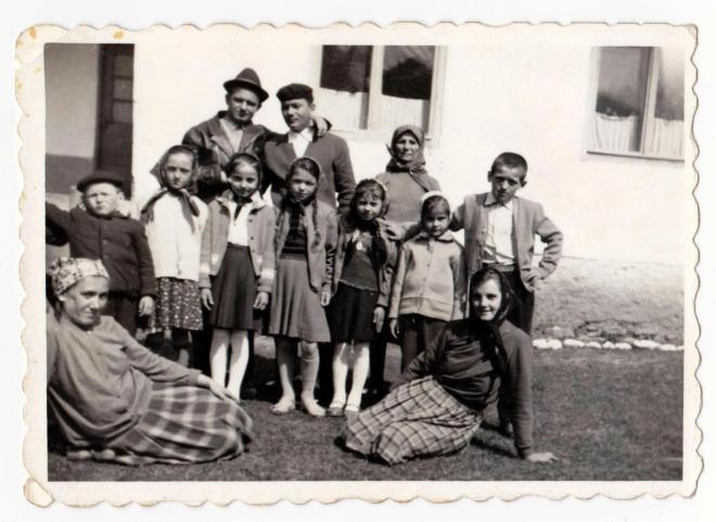 In curtea scolii din Firizu