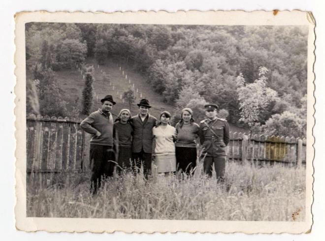 In gradina casei de la Firizu